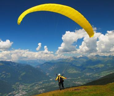 Flight on a paraglider in Chimgan